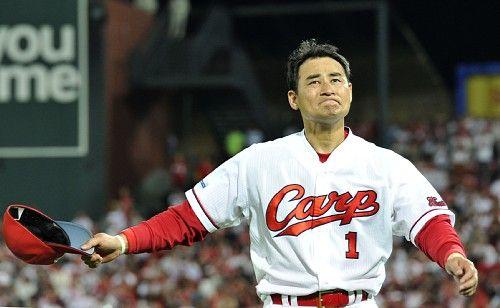 広島:前田引退試合、最後は胴上げ 息子らも始球式
