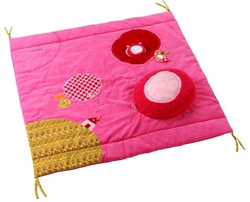Lilliputiens Liz Parktapijt voorzien van een los kussentje.    Dit boxkleed is door middel van de touwtjes vast te maken aan de box.    Let op dit kleed wordt geleverd zonder de omranding van de rups, deze is los bij te bestellen.    Dit parktapijt van Lilliputiens heeft een afmeting van 95 x 95 cm.