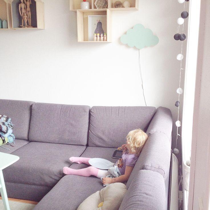 Livingroom and Leona
