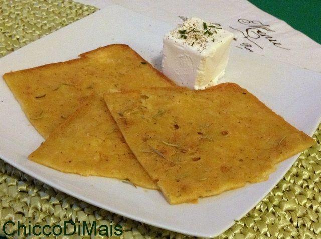La farinata di ceci è una tipica ricetta ligure, originaria in particolare di Genova, ma diffusa in tutta la Liguria e non solo