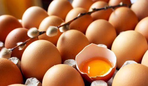 Maioneza este cel mai bun mod de îngrijire a părului la domiciliu. Oul hrănește părul, îi oferă strălucire naturală, uleiul de ricin stimulează creșterea firului de păr într-un mod sănătos. Sucul de lămâie folosit la prepararea maionezei conține vitamina A și B, antioxindați și fosfor, care ajută la întărirea părului și la obținerea unui aspect lucios și mătăsos.