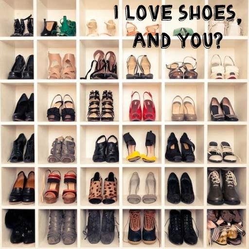 Ordenando y reordenando mi habitación, a veces no se dónde guardar tantos zapatos. Compartiendo adicción con la mayoría de vosotras, los za...