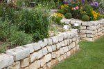 Trockenmauer selber bauen, anlegen und bepflanzen - Bauanleitung
