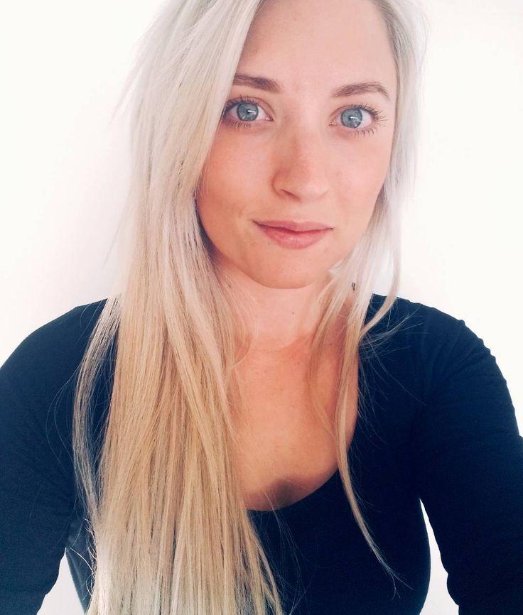 Long blonde hair extensions. Blue eyes. Sandy beach blonde. Natural blonde. Microbead extensions. Straight hair. Beautiful creamy blonde. Instagram @adventuresofperri @alishaperriscreativestudio