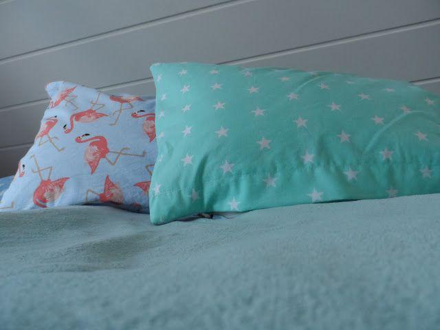 poszewki, poduszki flamingi i miętowe gwiazdki