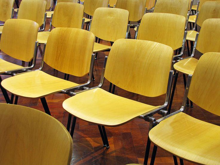 La silla rass160 de la empresa rassegna para salas de for Sillas para empresas