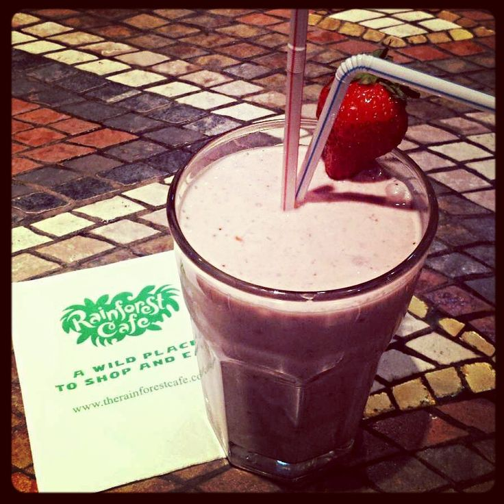 The Cockatoo Cocktail Smoothie: Kiwi, banana, strawberry & cranberry juice. High in Vitamin C!