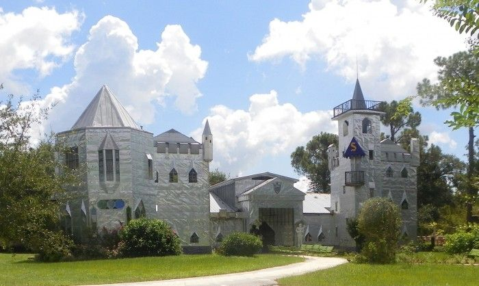 Solomon's Castle – A Beautiful Structure From Aluminum Printing Plates