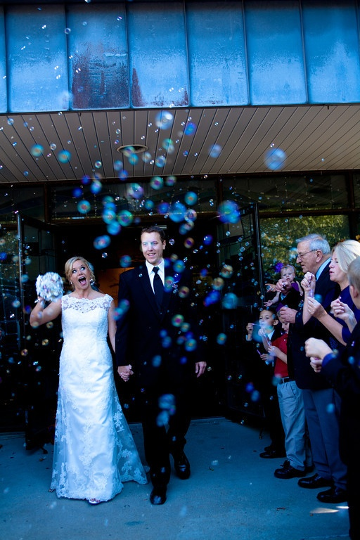 Bubbles for a wedding exit | Fornear Photo
