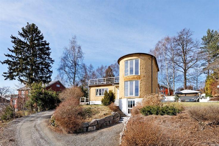 (6) FINN – HØVIK- Sjelden perle til salgs! Nydelig original arkitekttegnet funkisvilla med panoramausikt, peis, takterrasse, uteplass m.m