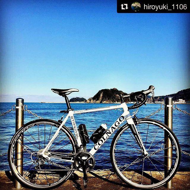 【bikeyes】さんのInstagramをピンしています。 《#Repost @hiroyuki_1106 with @repostapp ・・・ 過去pic 2017.1.3 お気に入りの撮影ポイント。釣り人達の冷やかな視線に耐えながら🤳😱 #ロードバイク#自転車のある風景 #コルナゴ#空#青空#海》