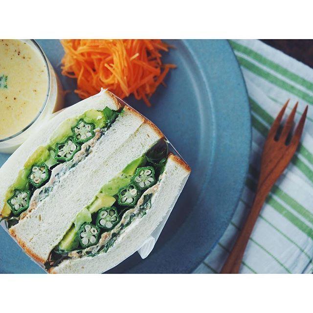 fujifab12 on Instagram pinned by myThings アボカドとオクラ、ツナのサンドイッチ☺️❤️ コーンポタージュとラペでバランスgood!! サンドイッチの生みの親、サンドイッチ男爵?伯爵?にSpecialthanks!!軽い  #foodpic#feedfeed @thefeedfeed#管理栄養士#dietitian#ヘルシー#healthy #パン#パン大好き#パンキチ#bread##夜ごはん#おうちごはん#dinner#サンドイッチ#sandwich#とりあえず野菜食#野菜大好き#vegitable#断面フェチ#オクラ#ツナ#アボカド#avocado#アボカド様#イイホシユミコ#コーンポタージュ#cornsoup#cornpotage