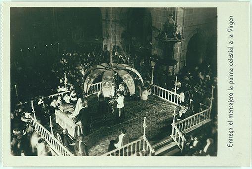 El ángel de la Mangrana entrega la palma a María #MisteridElx Foto: Pedro Ibarra (1901)