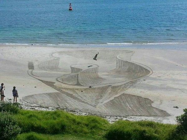 Illusions in the Sand: 3D Beach Art from Jamie Harkins