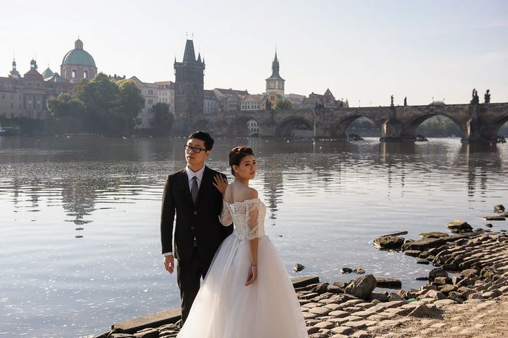 Bride and groom in Prague