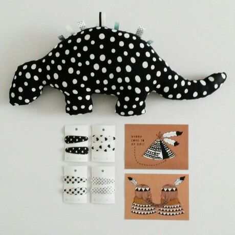 Cards from It's Simply Max, Dino and hairclips from www.witgrijsroze.nl