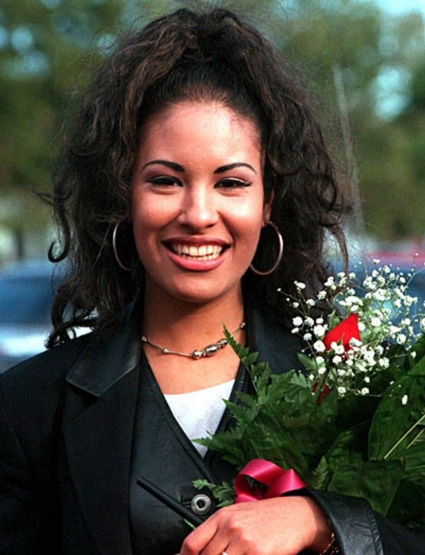 selena quintanilla..been in love with her since elementary school
