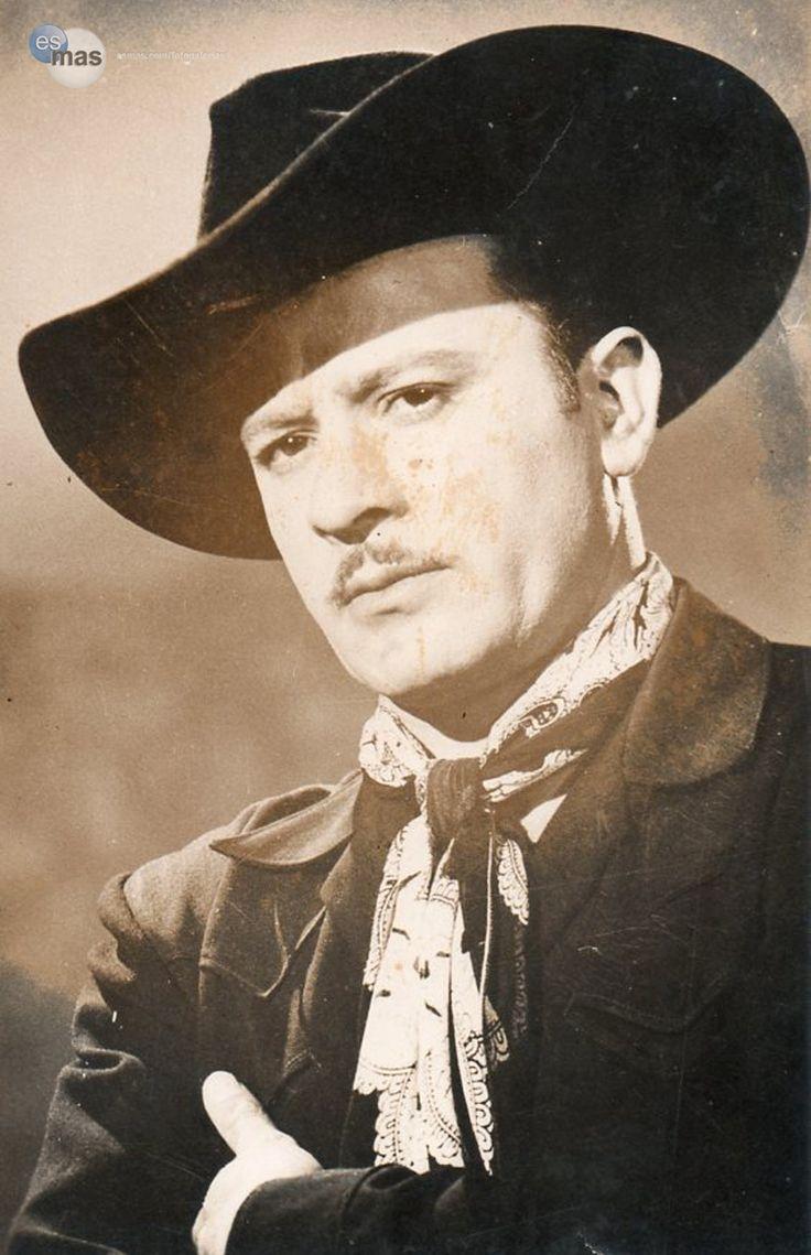 Uno de los hombres más queridos de la farándula mexicana, Pedro Infante filmó más de 60 películas.