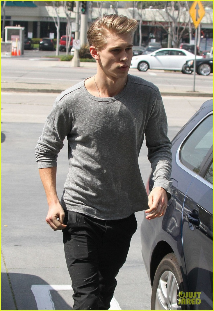 Austin Stowell Shirtless, Underwear, Gay, Girlfriend