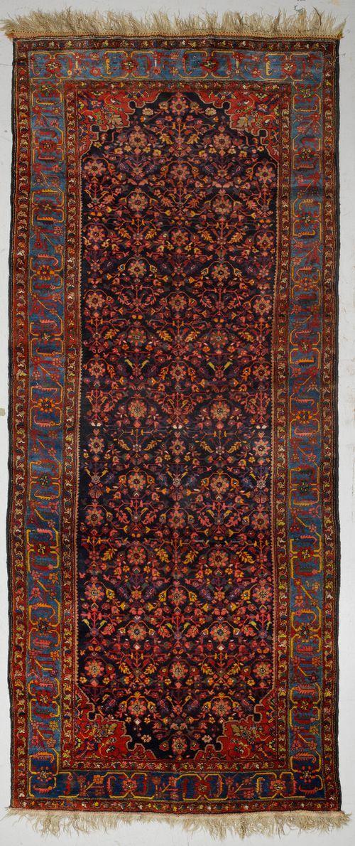 BACHTIAR antique. 185x455 cm.