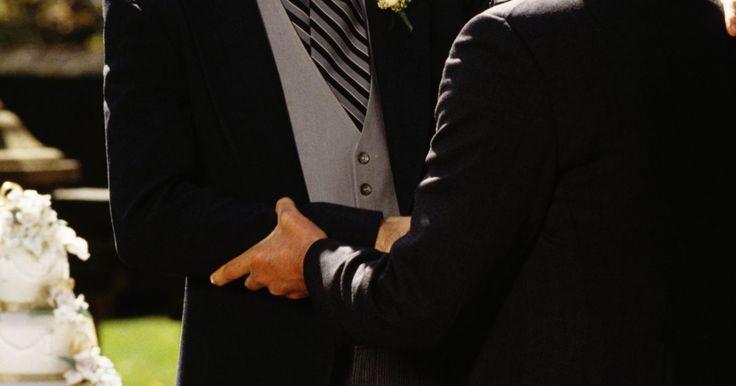 Cómo pedirle al padre de tu novia su mano en matrimonio. ¿Has encontrado a la chica de tus sueños? Pídele al padre de tu novia su mano en matrimonio siguiendo estos pasos.