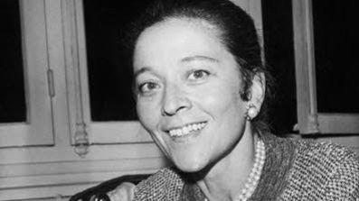 Edmonde Charles-Roux, ecrivain, reçoit le prix Goncourt pour son livre «Oublier Palerme» le 21 novembre 1966.