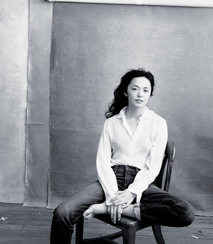 Yao Chen par la photographe Annie Leibovitz dans le calendrier Pirelli 2016. Place aux femmes dont le physique ne répond pas spécifiquement au diktats de beauté !
