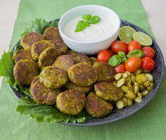 Läckra broccolibiffar, perfekta sättet att få i barnen grönsaker. Kombinationen tillsammans med couscous och gräslöksdressing blir en absolut fullträff.