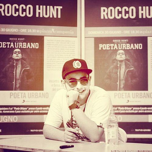 Rocco Hunt rap Nato alla periferia di Salerno. rudypizzuti@tiscali.it - agenzia spettacoli