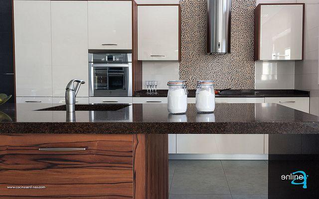 Combinación Luxe magnolia y Stoner de cocinasenlinea.com