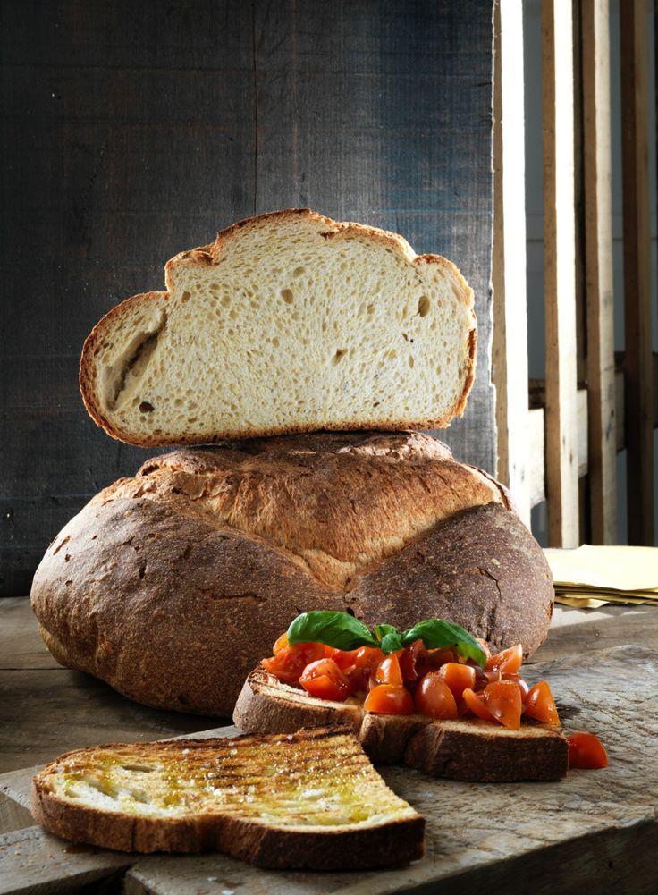 Il #pane artigianale di San Patrignano nasce dalla #passione per l'arte bianca ed una selezione di materie prime di alta qualità. Lavorato a mano dai ragazzi della comunità, si declina in varietà gustose, adatte ad ogni palato.