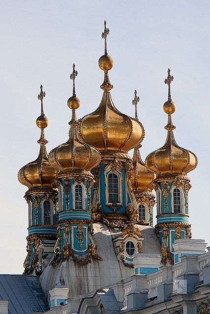 Onion domes of Catherine's Palace, Pushkin, St Petersburg, Russia  Un moment et un lieu magique