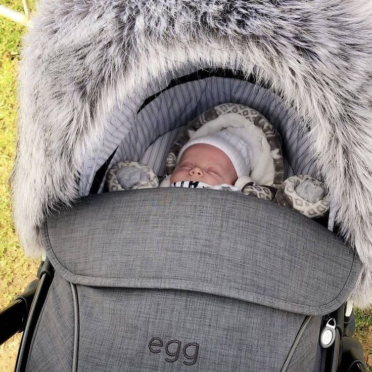 Baby Riley out and about! What a beautiful fur hood for her egg UK in quantum grey! Thank you so much Jessica for these adorable photos!   #Babyeze #Baby #Egg #Pram #Pushchair #QuantumGrey #Stroller #Lakeside