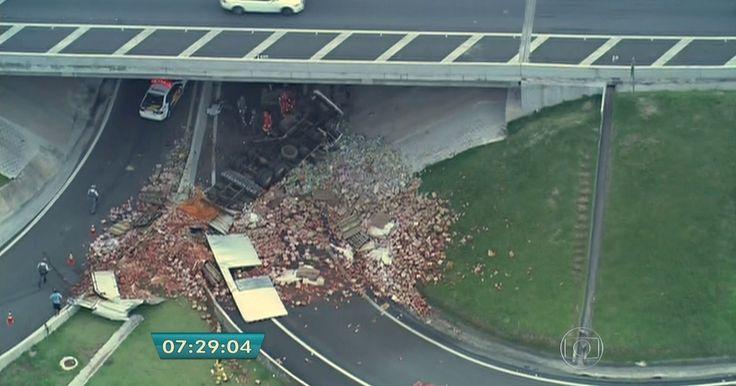 Duas pessoas morrem em acidente na Rodovia dos Bandeirantes