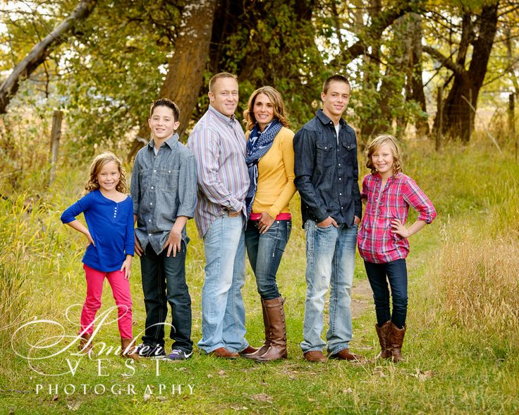 family of 6 pose photography fall family