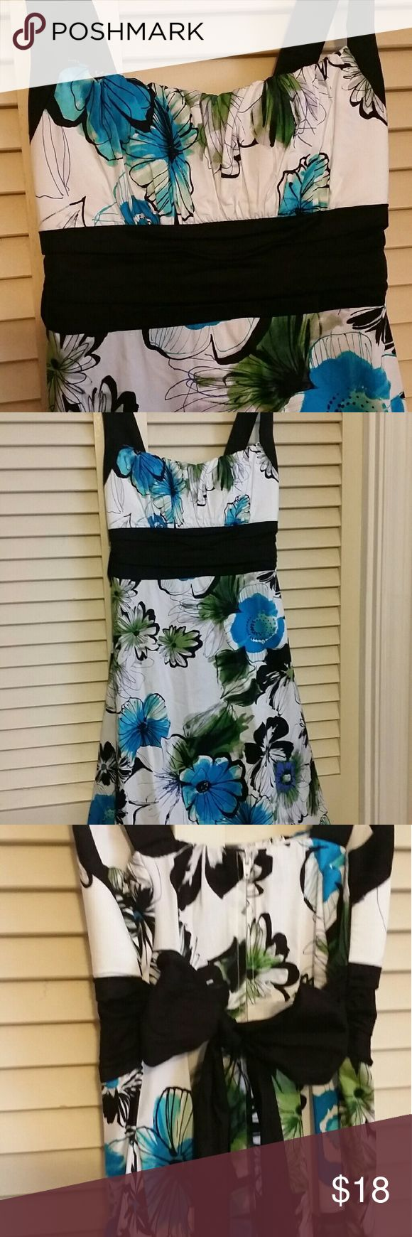 Adorable blue and white floral sundress B. Smart sundress. Blue and black floral design. Ruched top with a black tie back. Zipper back. Empire waist. Great for spring or summer.  Only worn once for college graduation. B. Smart Dresses Midi