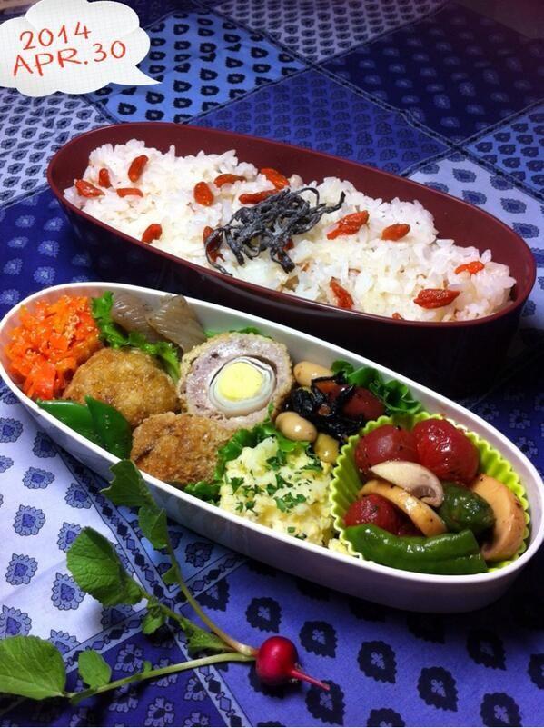 posted from @okukatu1130 おはようございます☂ 雨の朝 息子のお弁当できました(^^) もらったクコの実でご飯、ミニスコッチエッグ、いもサラ、プチトマト等のオリーブ漬け、たらこ人参等〜♫ #お弁当 #obento #obentoart