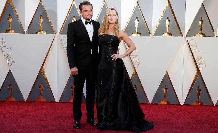 Kate Winslet e Leonardo DiCaprio se encontram no tapete vermelho do Oscar 2016. Ela está indicada a atriz coadjuvante por 'Steve Jobs' e ele a melhor ator por 'O regresso'