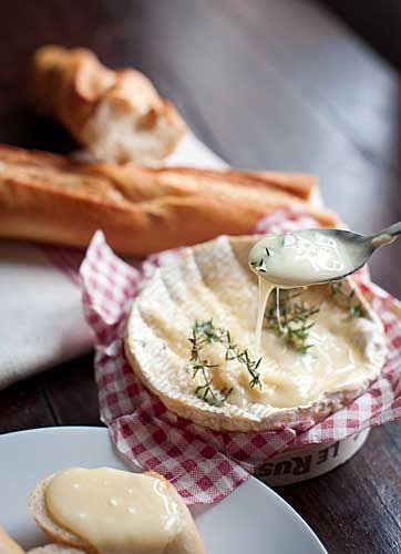 Camembert assado com tomilho e mel | Conexão Paris