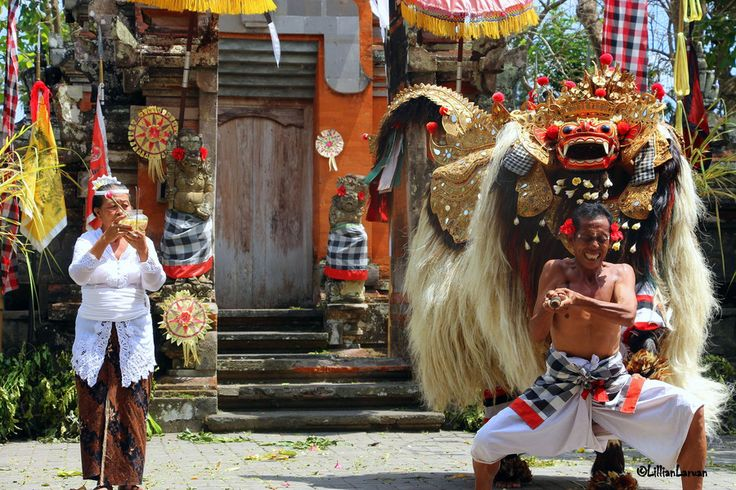 Barong and Kris dance: in the end the good Barong wins over evil