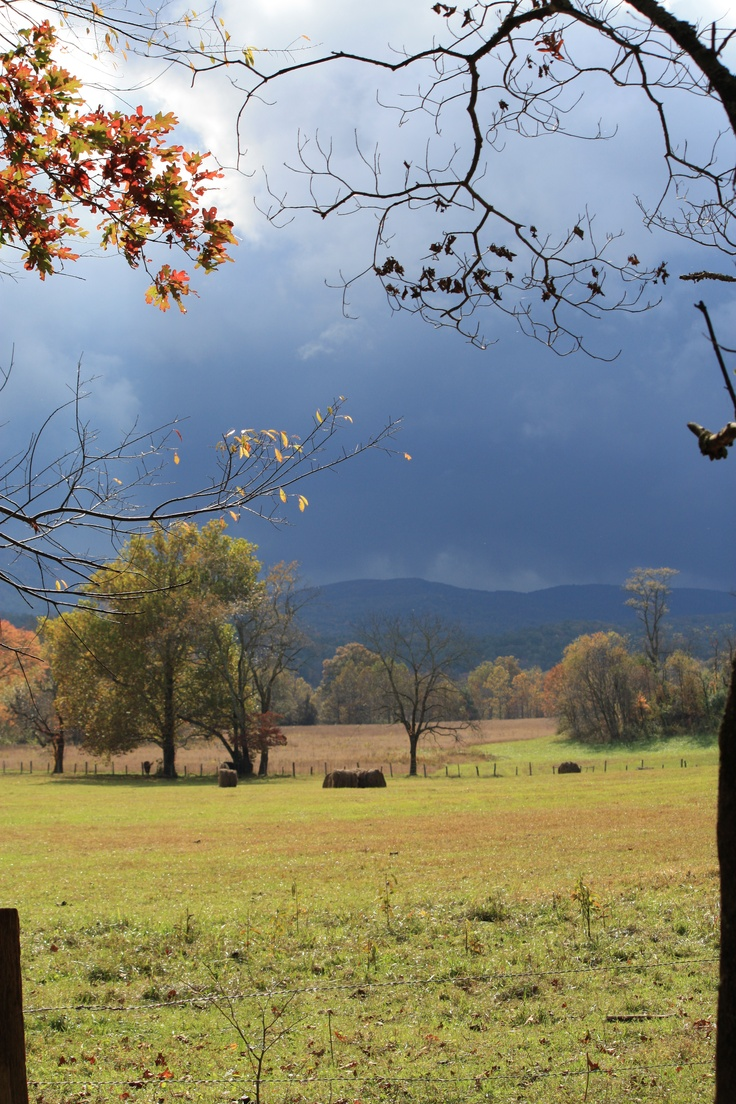 Cades Cove in the Great #Smokey Mountain Park while visiting Gatlinburg, Tennessee