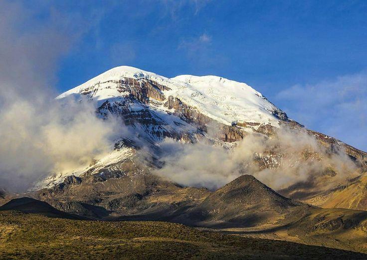 #Volcán #Chimborazo el punto más cercano al #Sol  Vive tu mejor #aventura con #Rutaviva#TravelTheWorld  Los mejores #HOTELES DESTINOS y SERVICIOS encuéntralos en http://ift.tt/2nuTUfm Photo: @milsunsets #EcuadorNow#ViajaPrimeroEcuador#FeelAgainInEcuador  #Ecuador#FamiliaViajeraEcuador  #allyouneedisecuador #travelblogger #mochileros #natgeotravel#SoClose #LikeNoWhereElse #amor  #AllInOnePlace#instatravel #TraveltheWorld #primerolacomunidad#World_Shots #live #familiaviajera #WorldCaptures…