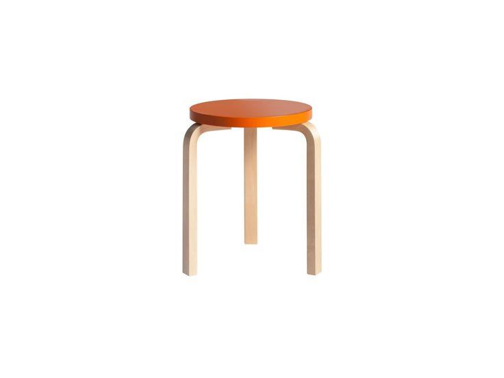 Alvar Aallon (1889-1976) vuonna 1933 suunnittelema pinottava jakkara 60 on funktionaalisen huonekalun perikuva. Klassikoksi muodostuneen jakkaran yksinkertainen idea rakentuu kolmen taivutetun jalan ja pyöreän istuimen varaan.