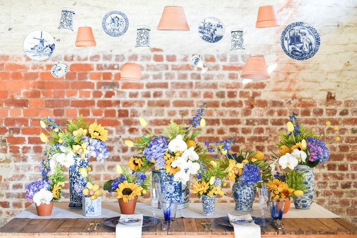 Stunning yellow and blue florals by Blomstories!