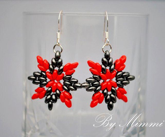 Free pattern for earrings Carmen with super duo Click on link to get pattern - http://beadsmagic.com/?p=6469 - smukke superduo ørenringe i rød og sort - skal laves