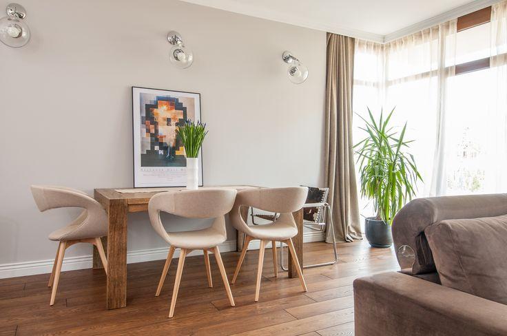 Dom w Wysokiej. Jadalnia w beżach i dębie olejowanym, szczotkowanym. Krzesła MIDJ ITALY. #Interior #design #diningroom #beige #midj #italy #artecubo #wroclaw