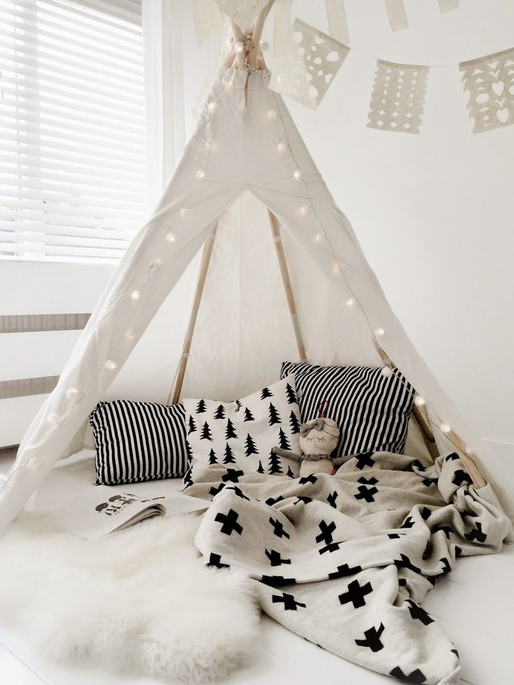 Proof that black & white doesn't have to look cold .... I would happily sleep in here myself! #teepee #black&whitechildrensrooms #monochromenursery