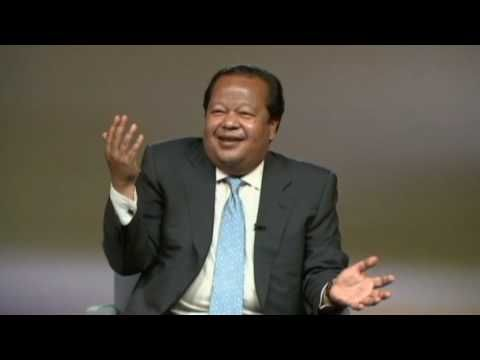 """Passion for Clarity, Part 2 (08:07) Prem Rawat: """"Clarity can take you forward in your life.  You are, very fragile.  But coupled - with the Master, you become, very strong.  Very, very strong.  And my wisdom is not from some page of a book - but by EXPERIENCE.  And it works.  And it works.  And it works."""""""