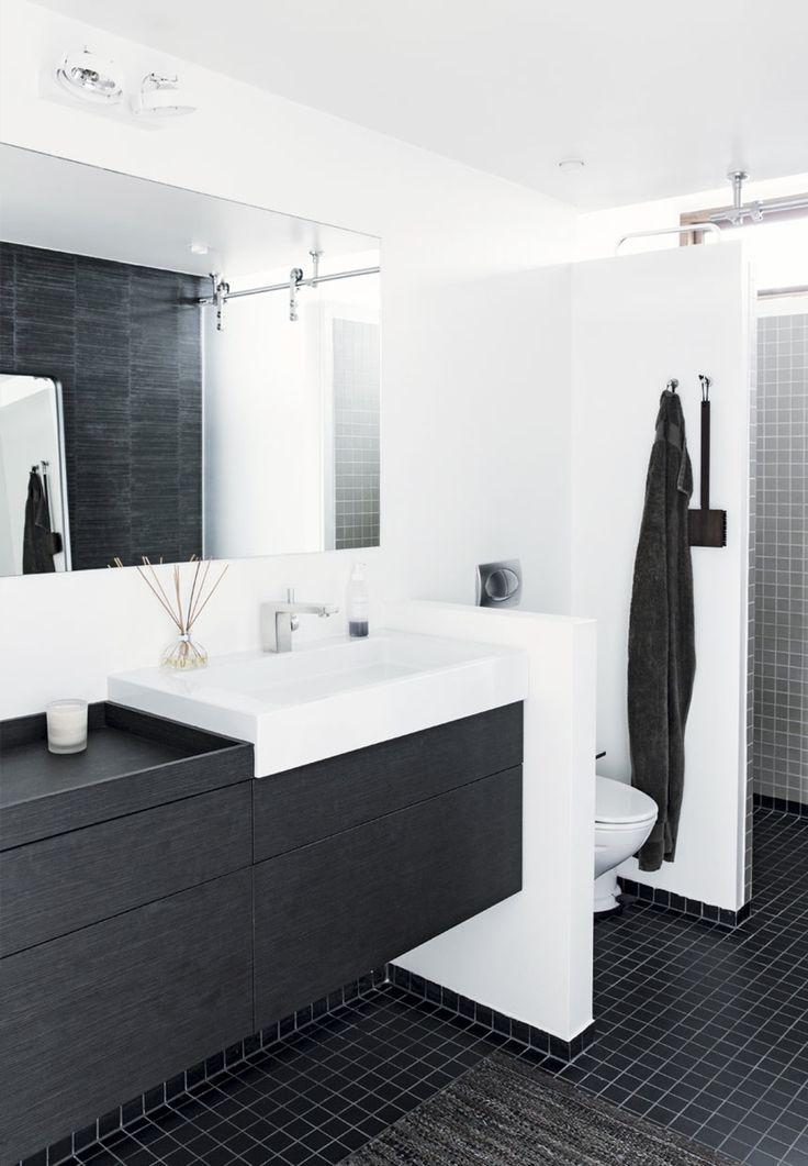 Badeværelse med brune klinker