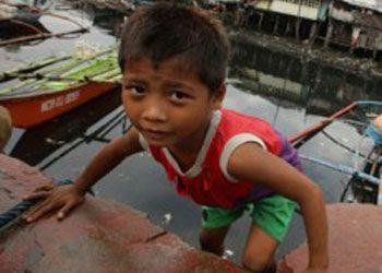 Acqua, cibo, medicine e un riparo sono le necessità primarie nelle regioni devastate dal tifone Haiyan nelle Filippine, dove decine di migliaia di...